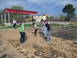 Трудовой десант школьников из поселка Радумля